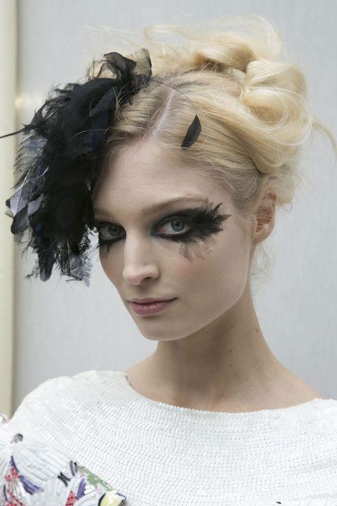 Lip, Hairstyle, Chin, Forehead, Shoulder, Eyebrow, Eyelash, Style, Jaw, Fashion,