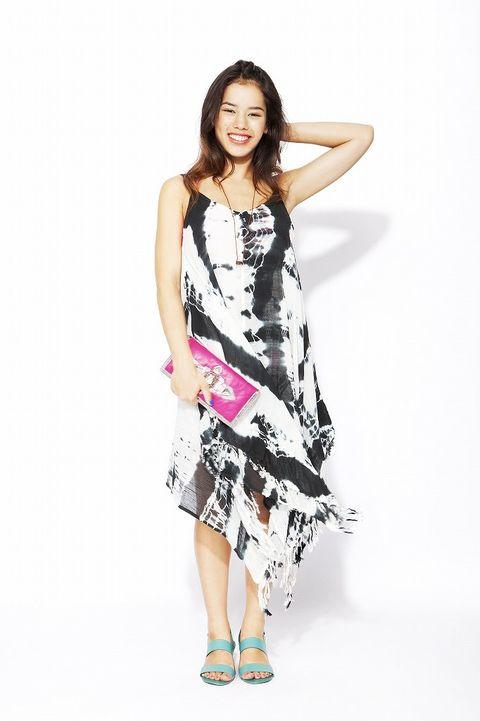 Sleeve, Shoulder, Dress, Joint, Human leg, One-piece garment, Style, Day dress, Waist, Fashion model,