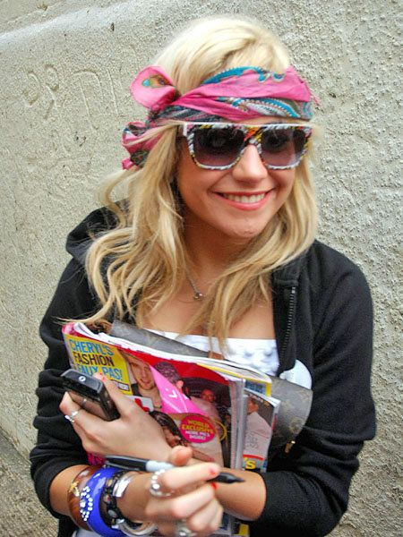 Eyewear, Glasses, Vision care, Hand, Fashion accessory, Style, Sunglasses, Pink, Magenta, Street fashion,