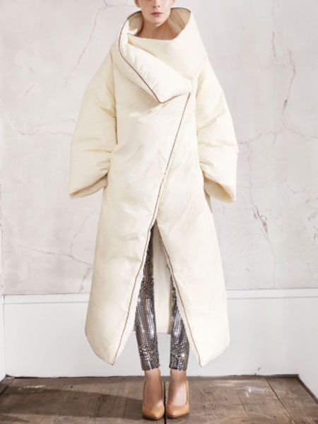 Sleeve, Shoe, Textile, Outerwear, Collar, Fashion, Costume design, Beige, Fashion model, Overcoat,