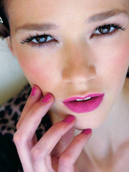 Finger, Lip, Cheek, Brown, Skin, Eyelash, Eyebrow, Eye shadow, Nail, Pink,