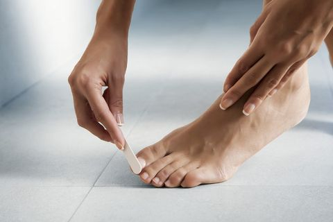 Skin, Human leg, Leg, Foot, Hand, Toe, Joint, Close-up, Ankle, Arm,