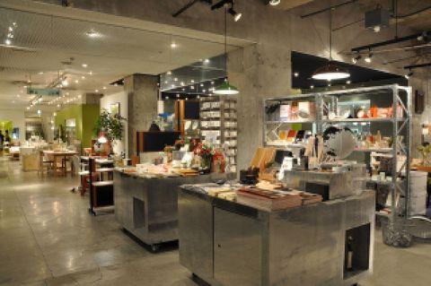 Lighting, Ceiling, Interior design, Light fixture, Machine, Ceiling fixture, Hall, Collection, Retail, Shelf,