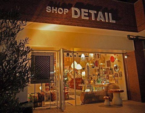 Lighting, Flowerpot, Retail, Display window, Display case, Outlet store, Houseplant, Lamp,