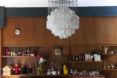 Interior design, Room, Light fixture, Interior design, Shelving, Shelf, Lighting accessory, Ceiling fixture, Chandelier, Flower Arranging,
