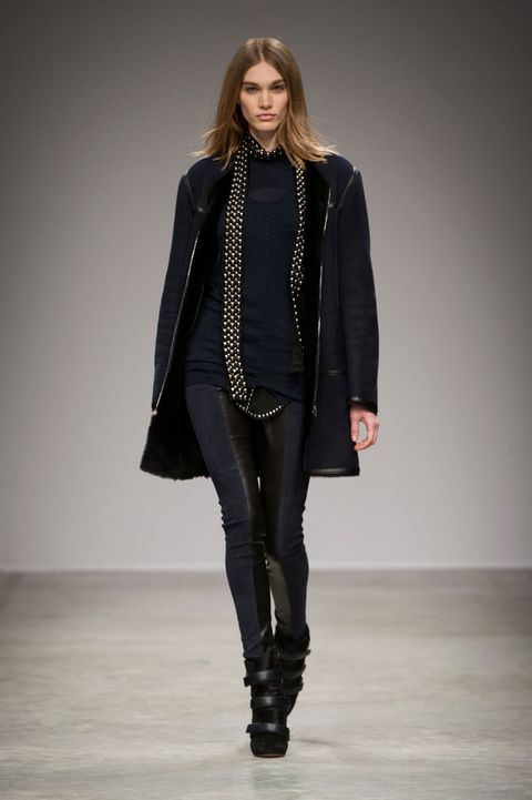 Clothing, Sleeve, Human body, Fashion show, Textile, Joint, Outerwear, Style, Runway, Jewellery,
