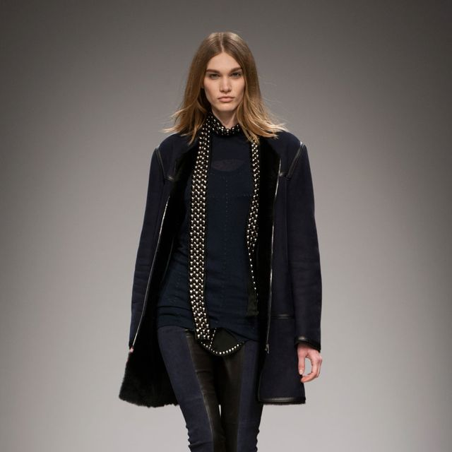 Clothing, Sleeve, Human body, Fashion show, Textile, Joint, Outerwear, Jewellery, Style, Runway,