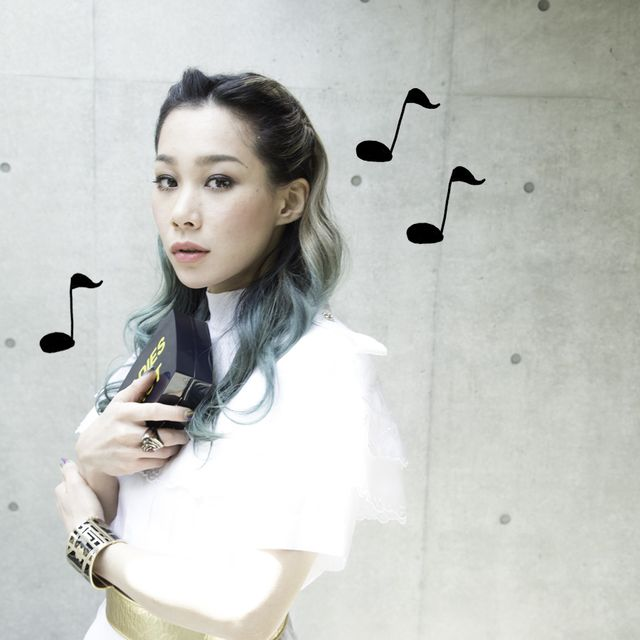 Hairstyle, Product, Sleeve, Style, Waist, Beauty, Black hair, Long hair, Street fashion, Belt,