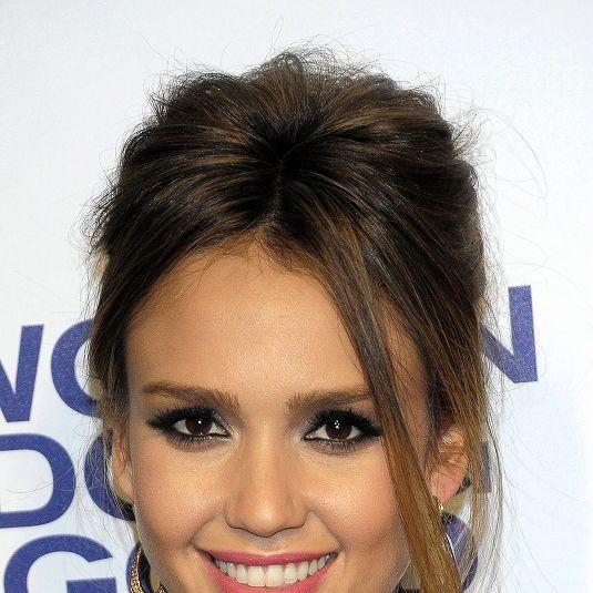 Hair, Head, Nose, Smile, Lip, Hairstyle, Chin, Forehead, Earrings, Eyebrow,