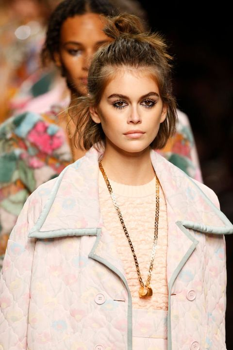 Lip, Hairstyle, Sleeve, Jewellery, Style, Eyelash, Street fashion, Beauty, Fashion, Fashion model,