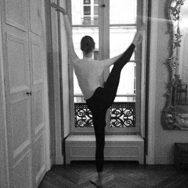 Room, Shoulder, Human leg, Standing, Elbow, Floor, Flooring, Waist, Interior design, Wrist,