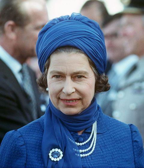People, Wrinkle, Electric blue, Headgear, Organ, Jewellery, Turban, Cobalt blue, Street fashion, Necklace,