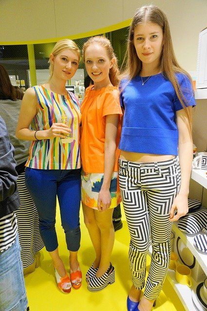 Yellow, Active pants, Electric blue, Bag, Blond, Waist, Makeover, Fashion design, sweatpant, Tights,