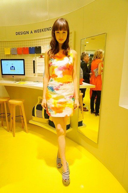 Leg, Yellow, Human leg, Dress, One-piece garment, Amber, Fashion, Day dress, Cocktail dress, High heels,