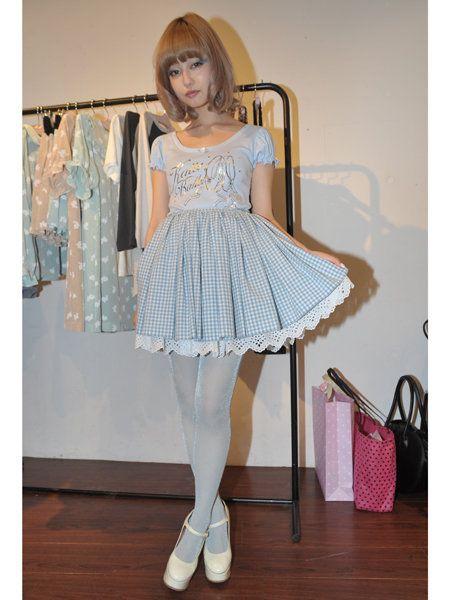 Textile, Dress, One-piece garment, Fashion, Day dress, Clothes hanger, Waist, Bag, Bangs, Cocktail dress,