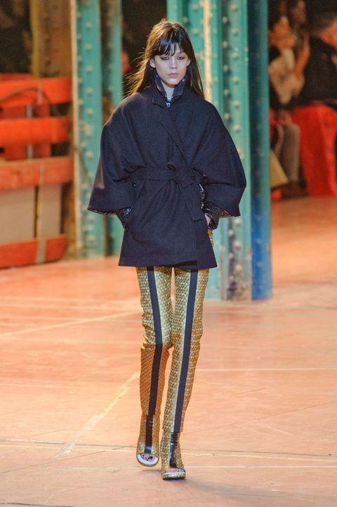 Sleeve, Outerwear, Style, Fashion show, Jacket, Runway, Knee, Winter, Street fashion, Fashion,