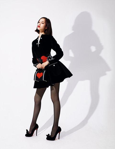 Clothing, Footwear, Leg, Sleeve, Shoulder, Human leg, Dress, Joint, High heels, Style,