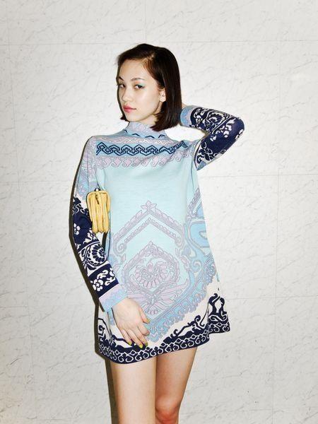 Sleeve, Shoulder, Joint, Dress, Pattern, One-piece garment, Day dress, Neck, Waist, Street fashion,