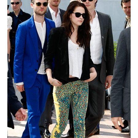 Clothing, Eyewear, Footwear, Vision care, Leg, Trousers, Coat, Shirt, Sunglasses, Outerwear,