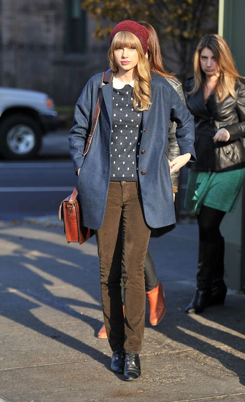Clothing, Footwear, Brown, Textile, Bag, Outerwear, Pattern, Street fashion, Winter, Style,