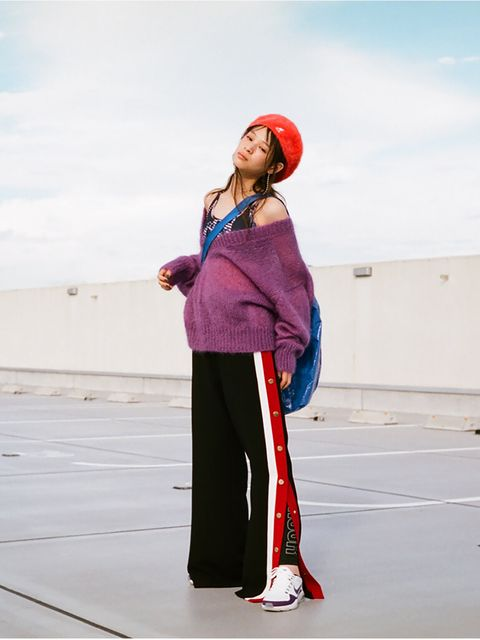 Street fashion, Electric blue, Knee, sweatpant, Magenta, Active pants, Glove, Ball,