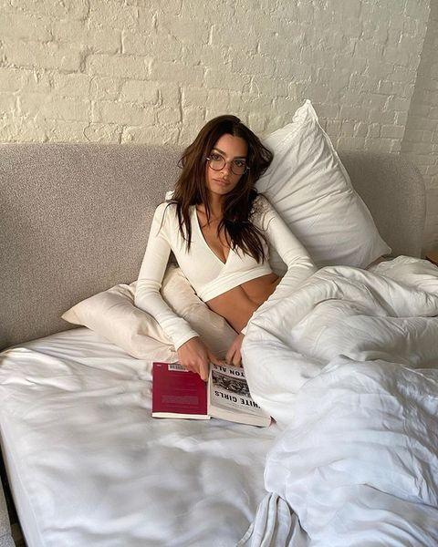 Comfort, Textile, Bedding, Linens, Room, Bed sheet, Bedroom, Beauty, Pillow, Duvet,