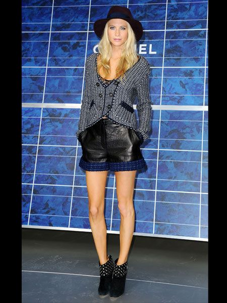 Clothing, Leg, Blue, Human leg, Outerwear, Hat, Style, Fashion accessory, Electric blue, Street fashion,