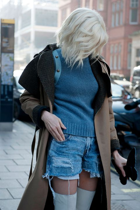 Blue, Street fashion, Electric blue, Azure, Thigh, Blond, Bag, Waist, Hip, Handbag,