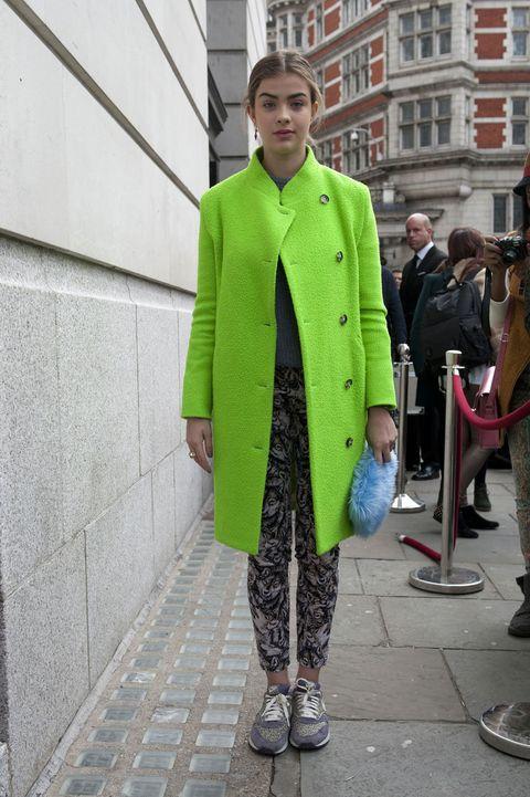 Footwear, Collar, Sleeve, Trousers, Coat, Outerwear, Style, Street fashion, Blazer, Overcoat,