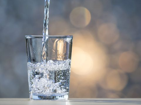 Water, Highball glass, Transparent material, Glass, Old fashioned glass, Drink, Liquid, Drinking water, Tumbler, Barware,