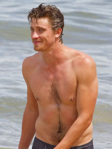 Human body, Chest, Barechested, Muscle, Summer, Jaw, Trunk, Organ, People in nature, Neck,