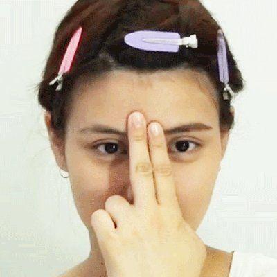 Finger, Hairstyle, Skin, Forehead, Eyebrow, Hair accessory, Eyelash, Style, Headgear, Organ,