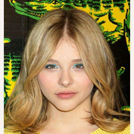 Hair, Lip, Yellow, Hairstyle, Eyelash, Iris, Beauty, Blond, Step cutting, Feathered hair,
