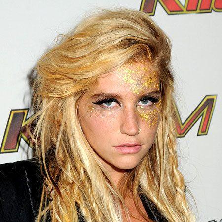 Nose, Mouth, Lip, Hairstyle, Chin, Eyebrow, Eyelash, Step cutting, Blond, Long hair,