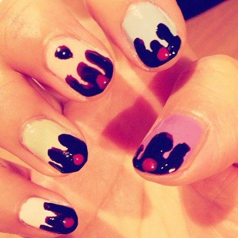 Finger, Skin, Orange, Nail, Nail care, Nail polish, Manicure, Pattern, Liquid, Gloss,