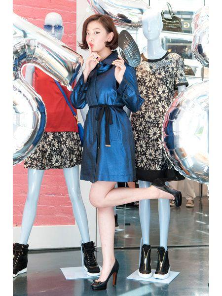 Dress, Outerwear, Style, Fashion accessory, Bag, One-piece garment, Fashion, Street fashion, High heels, Day dress,