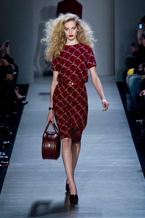 Leg, Dress, Event, Shoulder, Joint, Fashion show, Human leg, Style, Fashion model, One-piece garment,