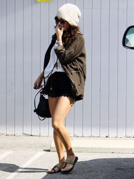 Clothing, Leg, Shoulder, Human leg, Shoe, Bag, Joint, Cap, Style, Fashion accessory,