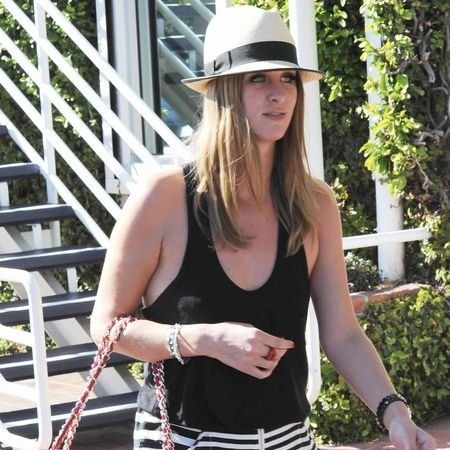 Hat, Shoulder, Bag, Sleeveless shirt, Summer, Style, Sun hat, Street fashion, Fashion accessory, Fashion,