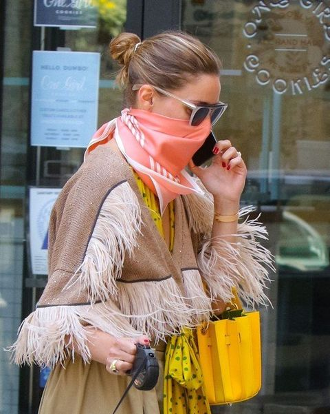 Human body, Hand, Fashion accessory, Street fashion, Stole, Bag, Sunglasses, Blond, Goggles, Scarf,