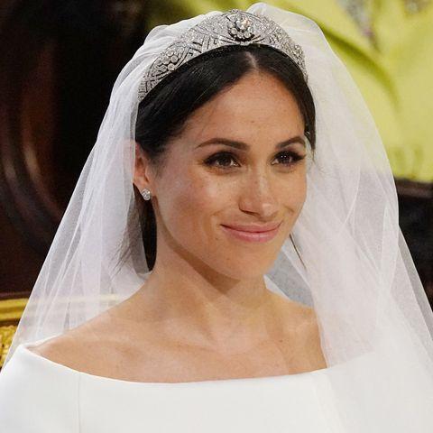 Veil, Bridal veil, Bridal accessory, Headpiece, Hair, Hair accessory, Bride, Skin, Fashion accessory, Eyebrow,