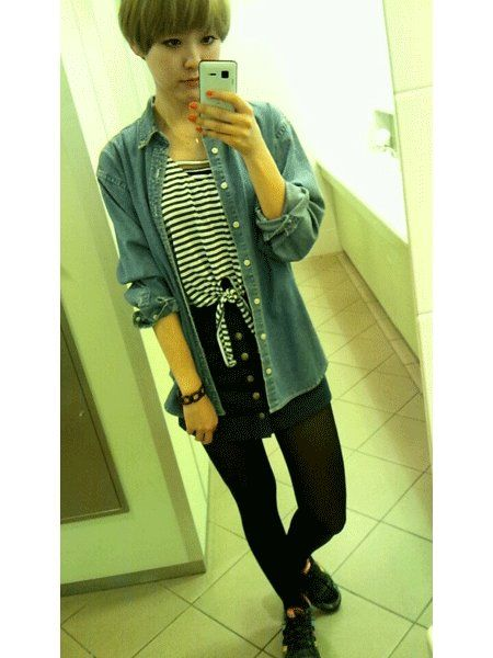 Outerwear, Style, Bangs, Street fashion, Knee, Tights, Selfie, Wig, High heels, Mirror,