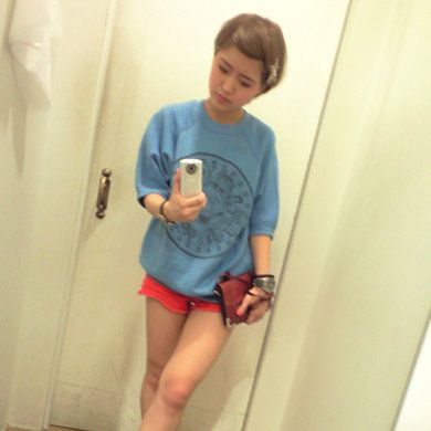 Human leg, Shoulder, Elbow, Shoe, Joint, Standing, Knee, Shorts, Thigh, Sneakers,