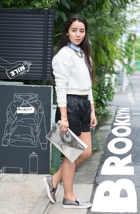 Clothing, Leg, Human leg, Outerwear, White, Denim, Bag, Style, Street fashion, Pattern,