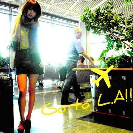 Leg, Human leg, Luggage and bags, High heels, Baggage, Fictional character, Hip,