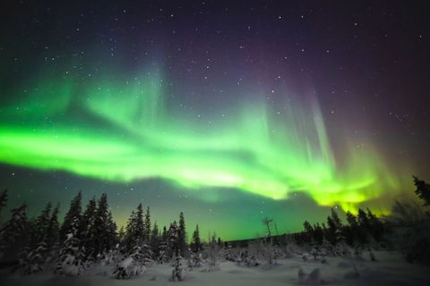 Aurora, Sky, Nature, Green, Atmospheric phenomenon, Geological phenomenon, Atmosphere, Landscape, Freezing, Night,