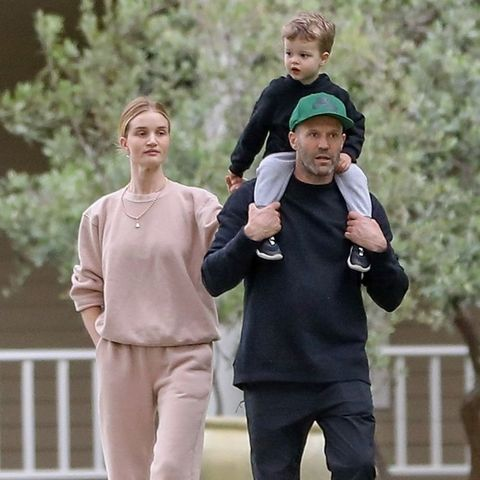 Face, Sleeve, People in nature, sweatpant, Active pants, Waist, Gesture,