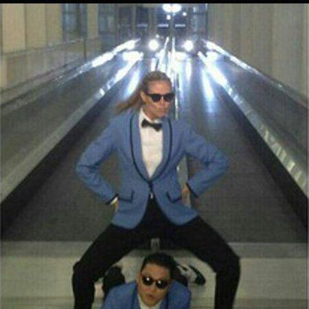 Fun, Infrastructure, Sitting, Standing, Photograph, Outerwear, Coat, Escalator, Floor, Suit,