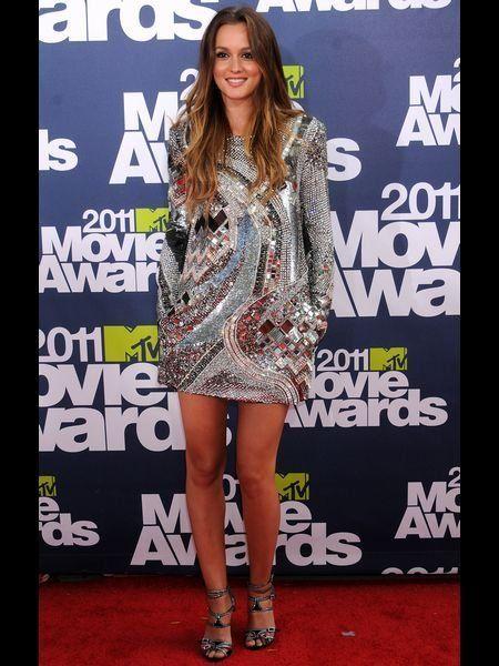 Leg, Dress, Shoulder, Style, Flooring, One-piece garment, Fashion model, Fashion, Day dress, Beauty,