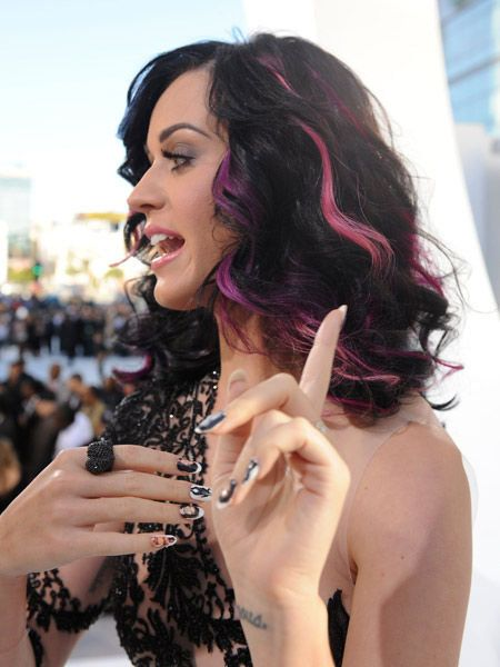 Arm, Finger, Lip, Hairstyle, Eyebrow, Hand, Wrist, Style, Eyelash, Nail,